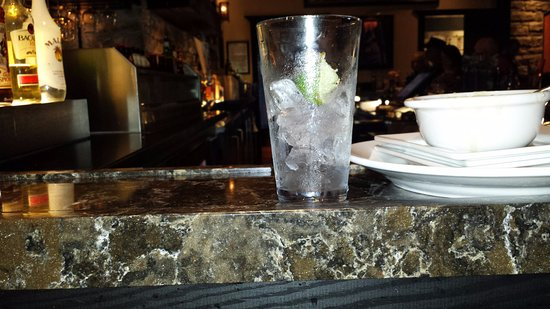 Centennial, CO: The empty glass I asked for a refill and took 15mins
