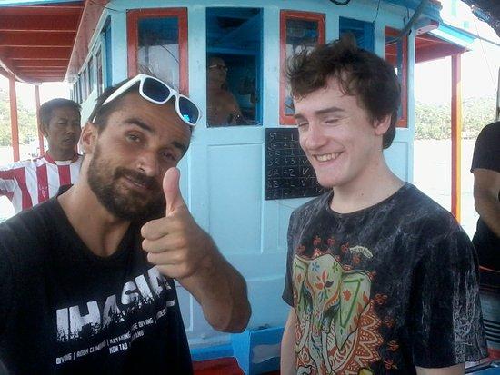 Ihasia Diving Koh Tao: Endika (instructeur) et un néophyte sur le bateau