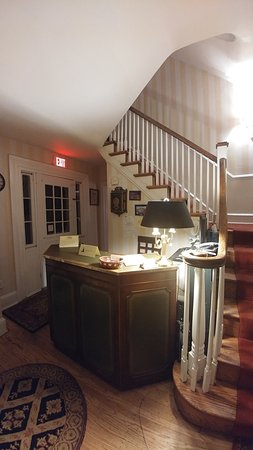 La Reserve Center City Bed and Breakfast: Reception desk