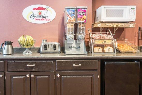 Super 8 Pittsburgh/Monroeville: Breakfast Area