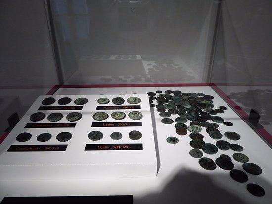 Museo Arqueológico de Bizkaia: Monedas romanas encontradas en la iglesia de San Antón