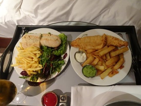 Radisson Blu Edwardian Manchester: Room service new years eve..great!  The rest..hmm.