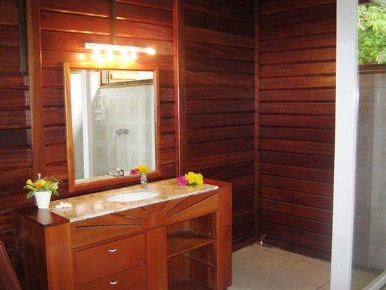 Capesterre, Guadeloupe: salle de bain bungalow famille