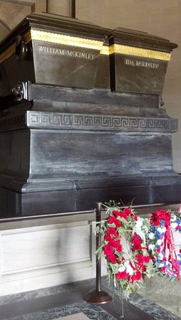 Canton, OH: Graves inside the monument