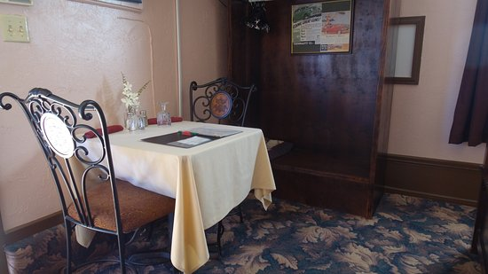 Whispering Pines Bed and Breakfast: Stardust Breakfast Table