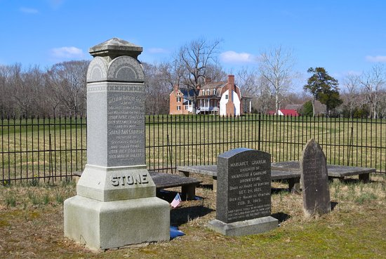 Thomas Stone National Historic Site: Cemetery with family descendants.