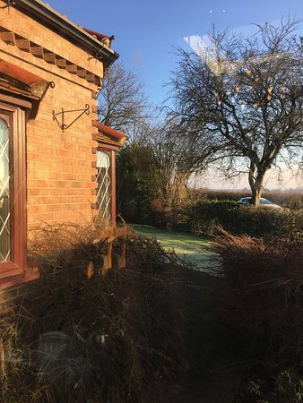 Broughton, UK: This is the view from the breakfast room adjacent to the fast rural road.