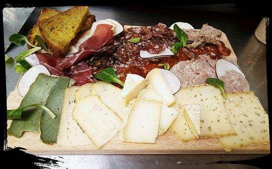 Brasserie Au P'tit Bonheur: Plateau charcuteries /fromages
