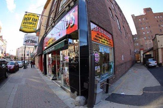 La Crosse, WI : Deaf Ear Store Front
