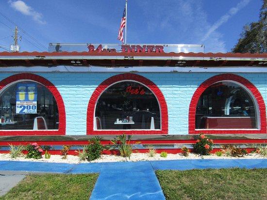 Joe's New York Diner: Front of building