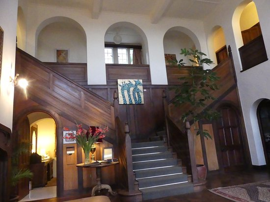 Giraffe Manor: Lobby entrance
