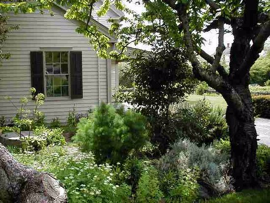 Port Townsend, Ουάσιγκτον: Looking toward the Rothschild House kitchen from the garden