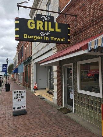 Hawkinsville, GA: Believe the sign.