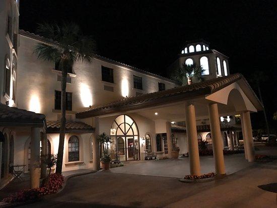 Chicanes Restaurant & Bar: 湖畔の人気ナンバーワンレストラン