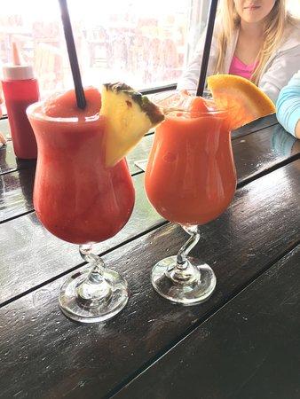 Five Cays Settlement, โพรวิเดนซิเอลส์: Drinks - Yum