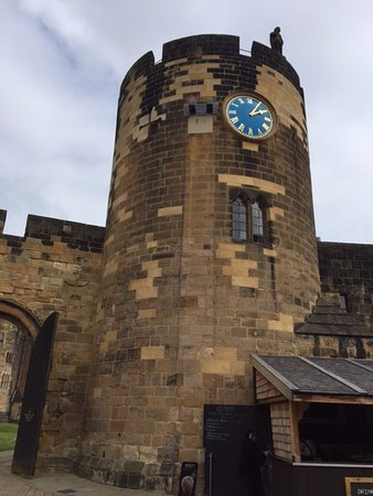 Alnwick, UK: Clock tower used in Harry Potter