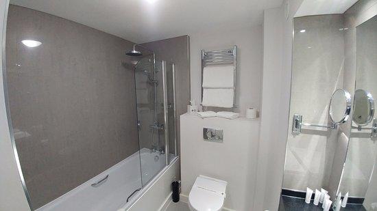 Skelmersdale, UK: Junior Suite bathroom