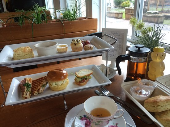 Surrey, Canada: I chose the Earl Grey Cream tea with my meal.