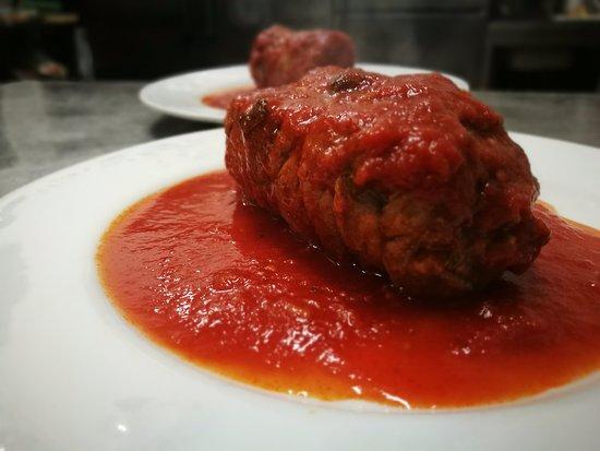 Lo Sfizio Ristorante Pizzeria: Braciola di asinello al ragù.....