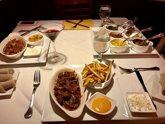 Gainesville, Βιρτζίνια: Chicken awaze tibs, lamb awaze tibs, vegetarian platter