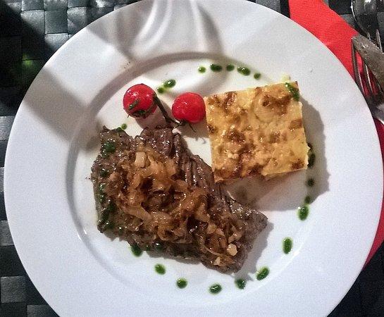Poigny la Foret, France: Bavette avec gratin dauphinois. Pour moi la cuisson est importante et elle a été parfaite merci!