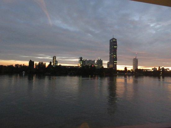 Lignan-De-Bordeaux, Francia: Sunrise in Vienna