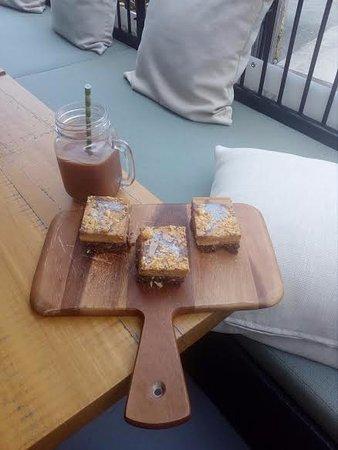 Eumundi, Australia: Peanut butter slice, we also make our own peanut butter