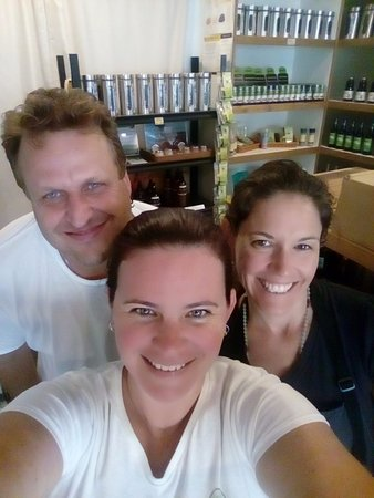 Eumundi, Australien: Husband and wife owner and operated with some help from a friend who is also a yoga instructor