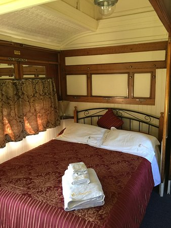 Codrington Gardens: The bedroom