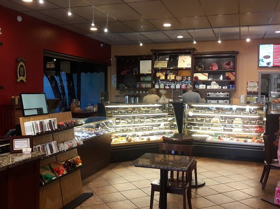 Glendale, Californie : Chocolates and pastries anyone...
