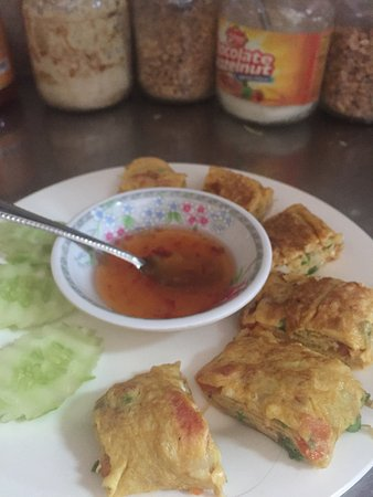 Lilypop Restaurant: Egg roll just a simple ingredient and similar to omelette!!  Same same but different!!