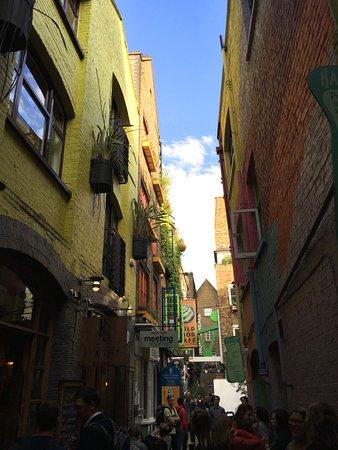 Neal's Yard: Streetscape