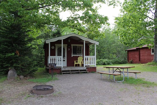 Kingston, Canada: Yogi Bear Deluxe Cabin