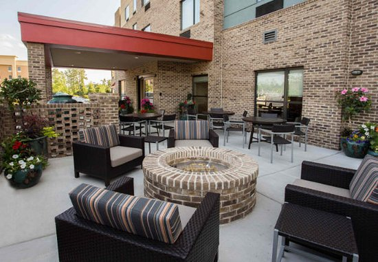 TownePlace Suites by Marriott Southern Pines Aberdeen Patio