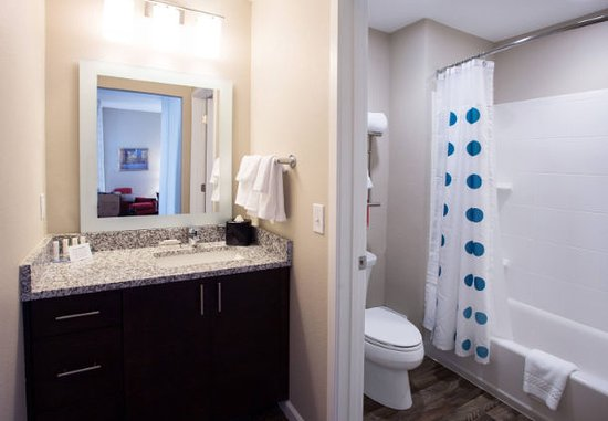 TownePlace Suites by Marriott Southern Pines Aberdeen Suite Bathroom