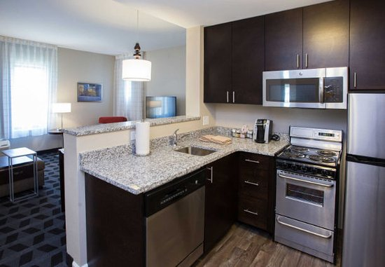 TownePlace Suites By Marriott Southern Pines Aberdeen Suite Kitchen