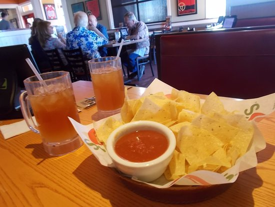 Bullhead City, AZ: Chili's, Bullhead, AZ. Excellent chips / salsa and Lemonade / Tea.