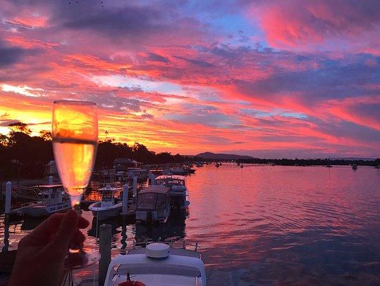 Noosa Boathouse & Sunset Bar: Sunset Bubbles at Noosa Boathouse