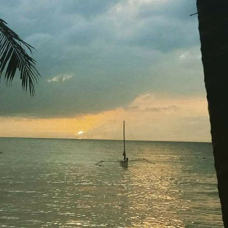 Microtel Inn & Suites by Wyndham Boracay: beautiful sunset at the beach front of microtel!!!