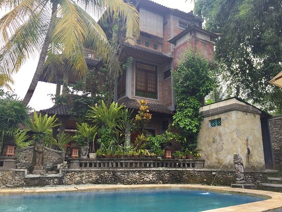 Ketut's Place : Beautiful old Balinese house style hotel rooms with private terrace...♥️