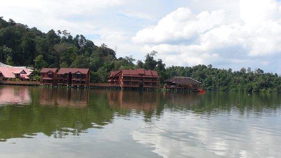 セマンゴル, マレーシア, 船からのリゾート 水は汚い感じ!