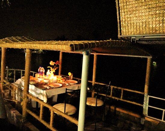 Aquabliss : Romantic Shikara On-the-river dinner