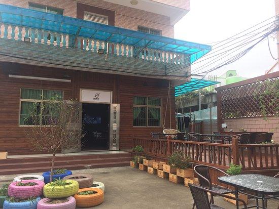 Xiyong Hudiejia Guest House
