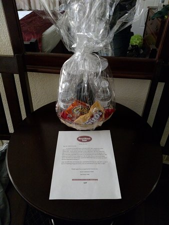 Best Host Inn : Gift basket left for us