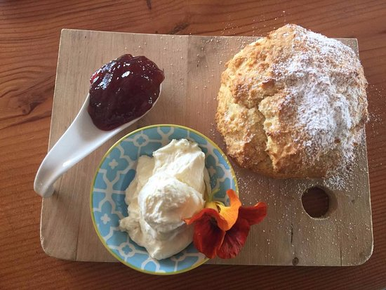 Goolwa, Australien: Our delicious scone with Beerenberg strawberry jam and double thick cream