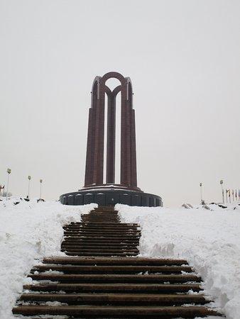 Carol Park (Liberty Park): Le scale che portano al piazzale del Monumento ai caduti