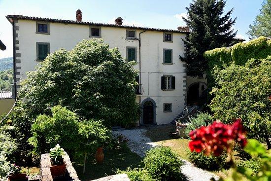Lisciano Niccone, Italia: Villa con suite, appartamenti e Ostello