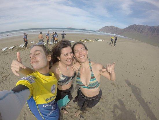 Lanzasurf: Girls at the beach