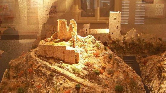 Musee du Catharisme: Plastico di ciò che resta di un castello cataro