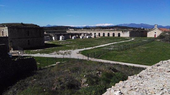 Castillo de San Fernando : Interior del castillo